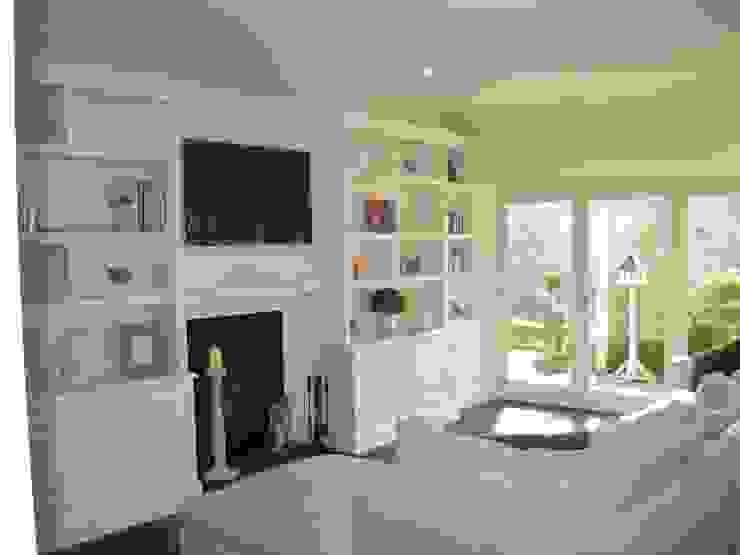 Harrogate Bookcases INGLISH DESIGN Multimedia roomFurniture