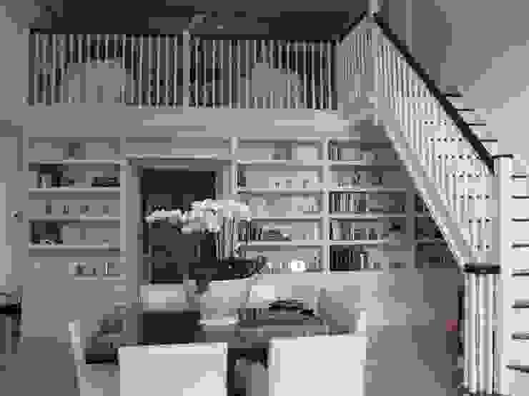 Bookcase Wall od INGLISH DESIGN Klasyczny
