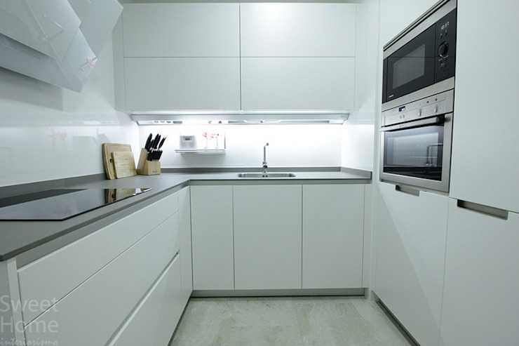 by Sweet Home Interiorismo Minimalist