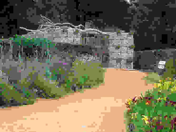 Jardines modernos de Stefania Lorenzini garden designer Moderno