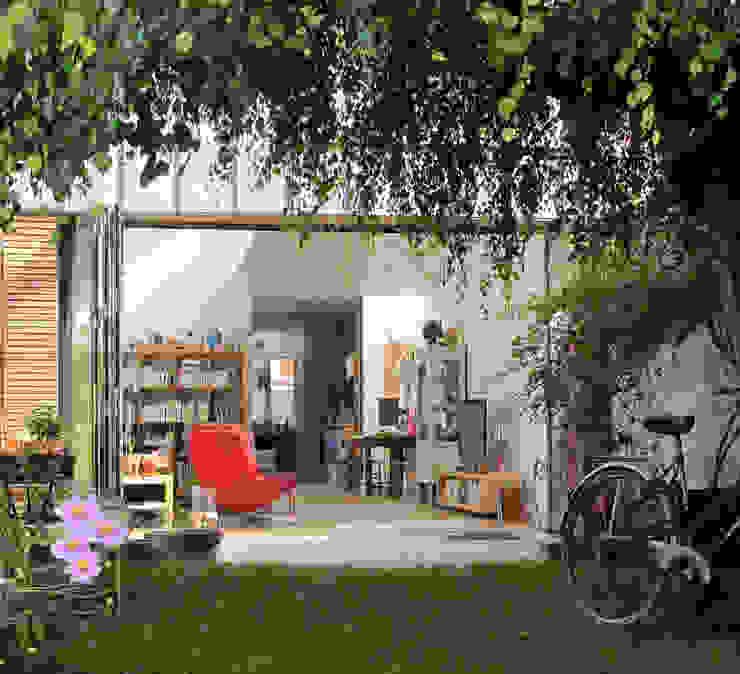 Extension et aménagement d'une maison de ville Jardin moderne par F. DEMAGNY ARCHITECTE Moderne