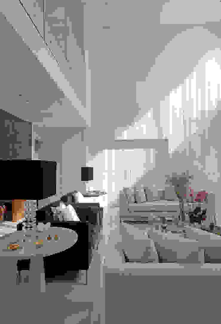 LIVING Salas de estar clássicas por ALME ARQUITETURA Clássico