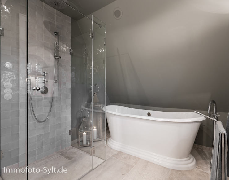 Immofoto-Sylt Country style bathroom