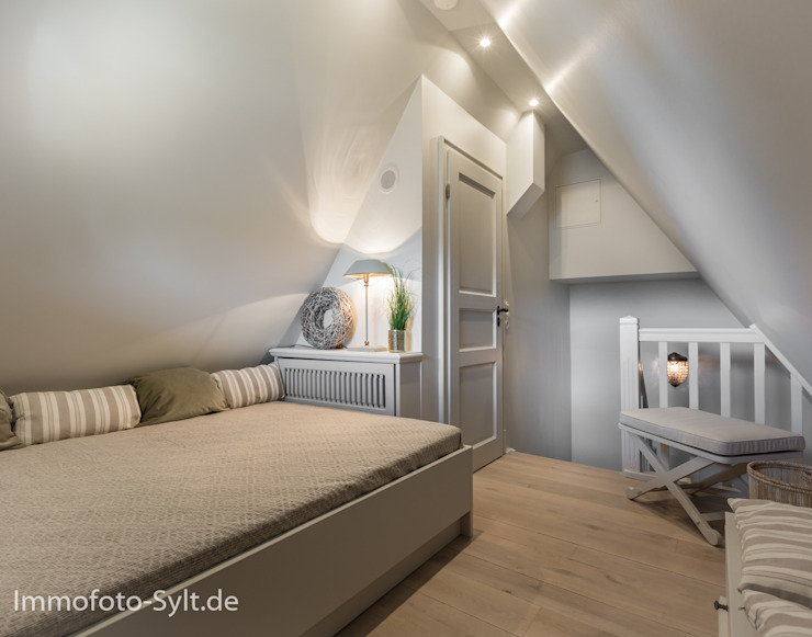 Immofoto-Sylt Country style bedroom