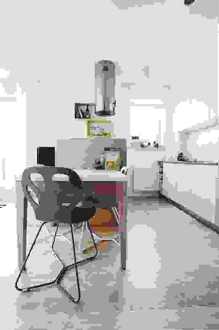 Devangari Design Comedores de estilo escandinavo