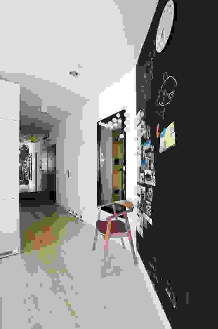 Devangari Design Pasillos, vestíbulos y escaleras de estilo escandinavo