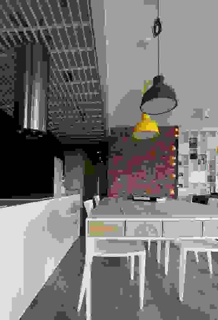 Skandinavische Esszimmer von Devangari Design Skandinavisch