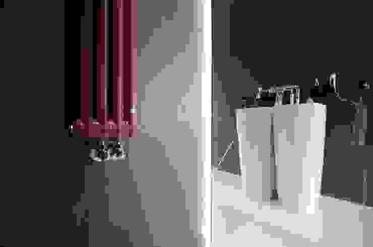 Moderne Badezimmer von Devangari Design Modern