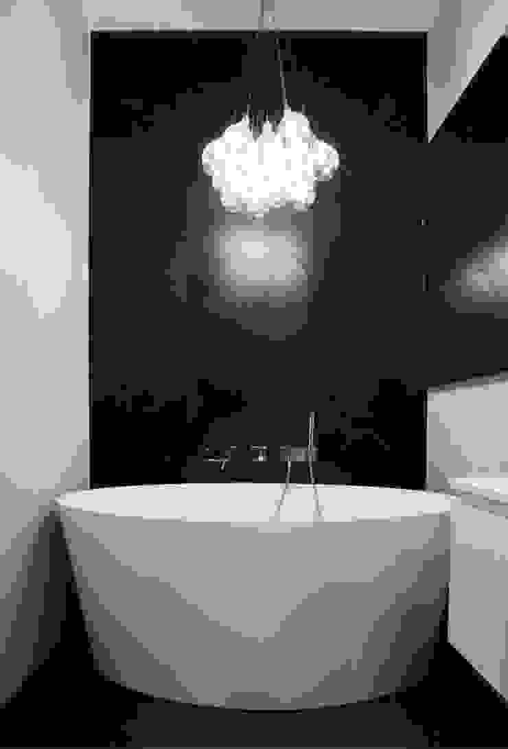 Skandinavische Badezimmer von Devangari Design Skandinavisch