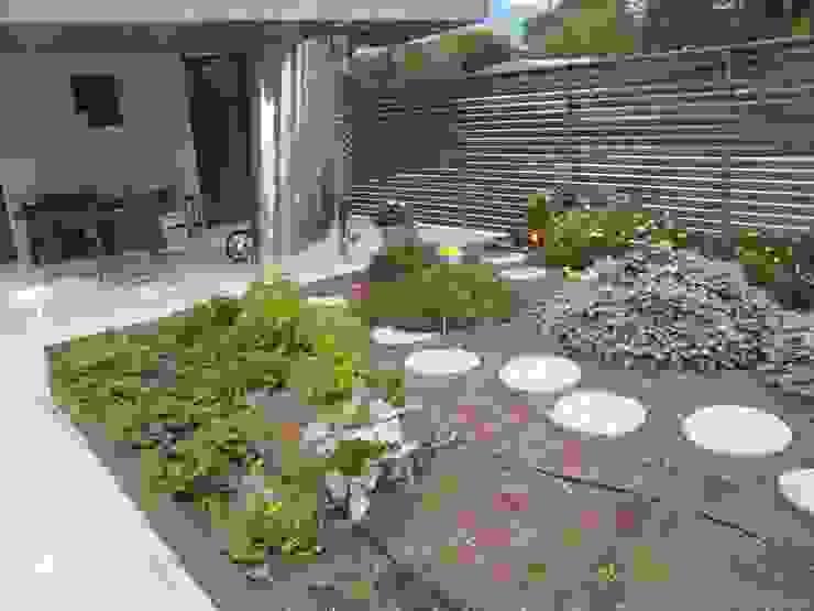Garden by GIARDINI VALLE DEI FIORI, Modern