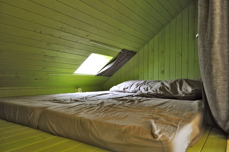 Trek-in – duurzame Trekkershut Moderne slaapkamers van Kristel Hermans Architectuur Modern