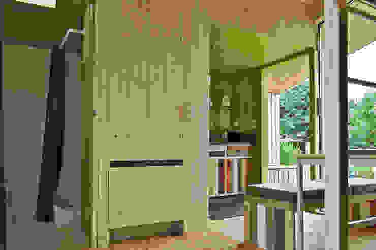 Trek-in – duurzame Trekkershut Moderne keukens van Kristel Hermans Architectuur Modern