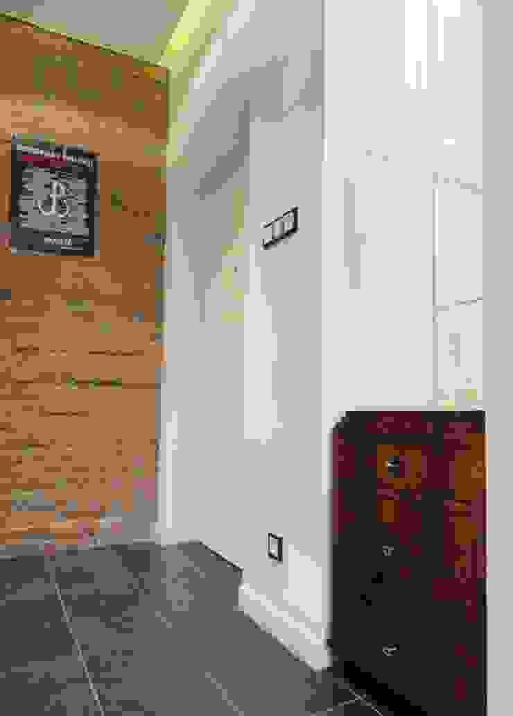 Kamienica na Puławskiej Eklektyczny korytarz, przedpokój i schody od Devangari Design Eklektyczny