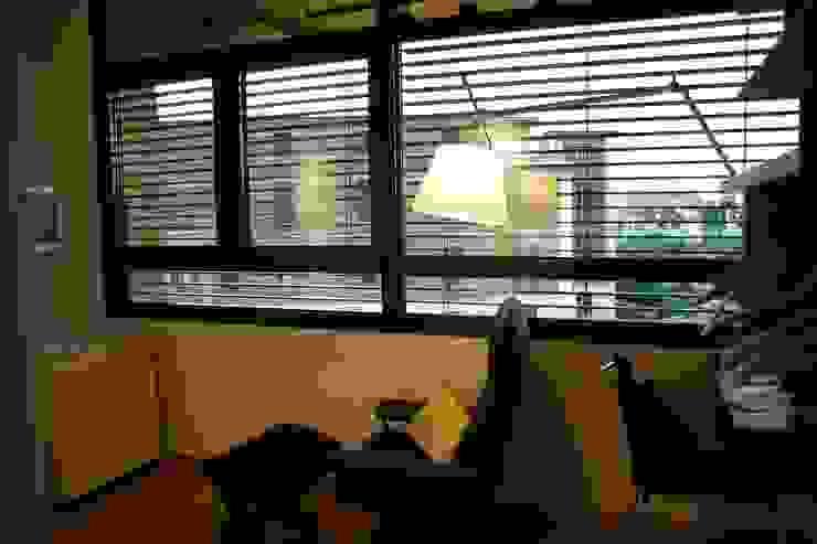 Romano Baratta Lighting Studio Modern Study Room and Home Office