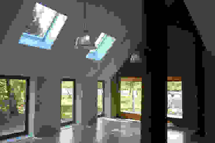 Verbouw boerderij te Haskerhorne Moderne woonkamers van Dorenbos Architekten bv Modern