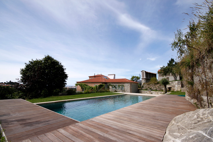Pool by Branco Cavaleiro architects, Rustic