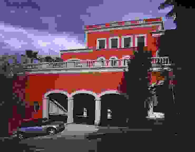 Robles: Casas de estilo  por MICHEAS ARQUITECTOS