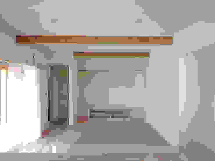 リビングのたたみコーナー ラスティックデザインの リビング の 篠田 望デザイン一級建築士事務所 ラスティック