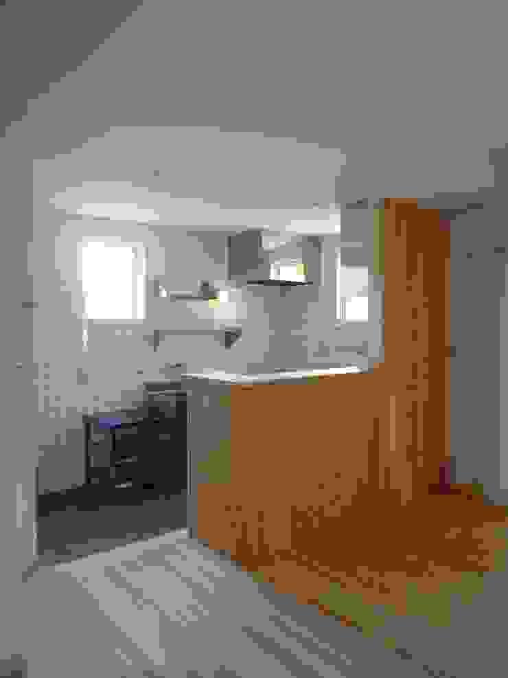 コンパクトなキッチン ラスティックデザインの キッチン の 篠田 望デザイン一級建築士事務所 ラスティック