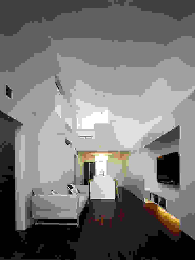 名次町の家 モダンデザインの リビング の 大塚高史建築設計事務所 モダン