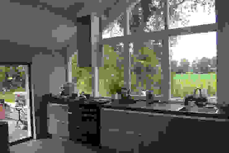 Woning te Tytsjerk Moderne keukens van Dorenbos Architekten bv Modern