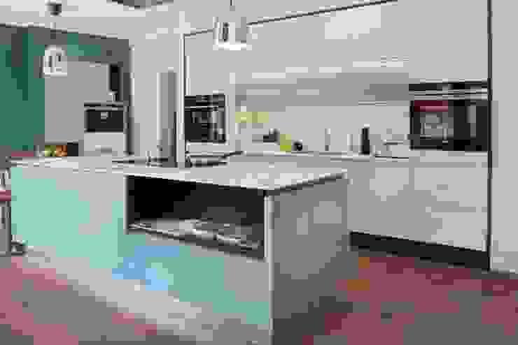 in-toto Marlow Kitchens Design Studio Modern kitchen by in-toto Kitchens Design Studio Marlow Modern