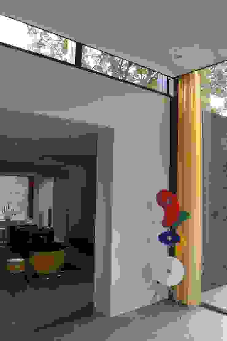 Woning te Tytsjerk Moderne woonkamers van Dorenbos Architekten bv Modern