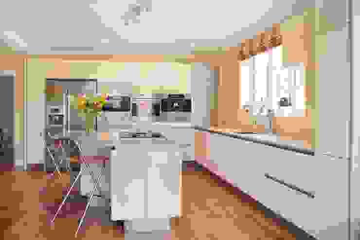 Minimalist High Gloss Contemporary Kitchen in-toto Kitchens Design Studio Marlow Modern kitchen