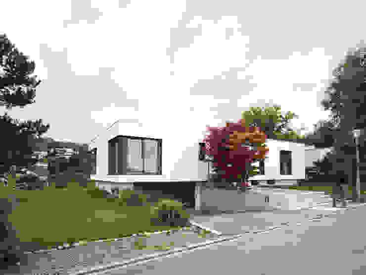 Дома в стиле модерн от nimmrichter architekten ETH SIA AG Модерн