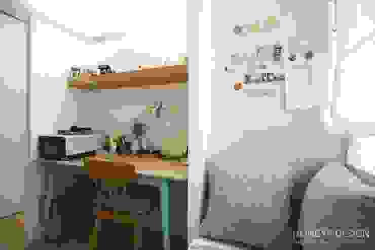서재 / 사무실: 홍예디자인의  서재 & 사무실,모던