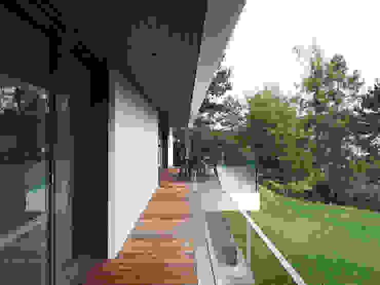 Haus L Moderner Balkon, Veranda & Terrasse von nimmrichter architekten ETH SIA AG Modern