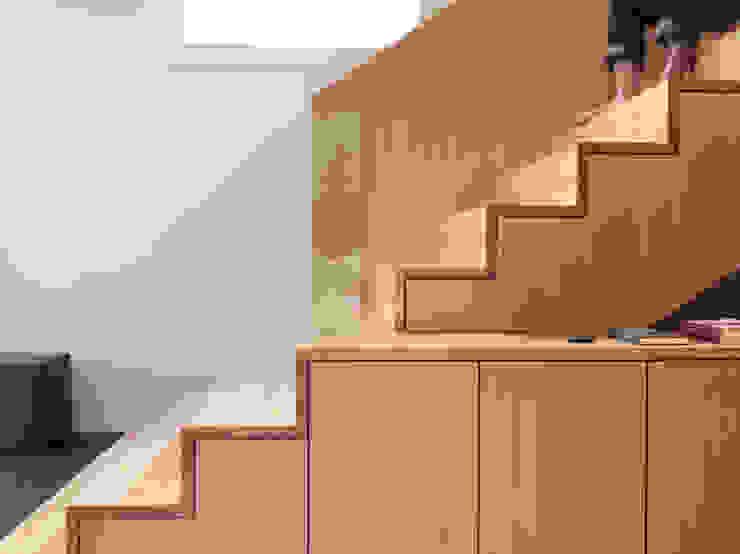 モダンスタイルの 玄関&廊下&階段 の nimmrichter architekten ETH SIA AG モダン