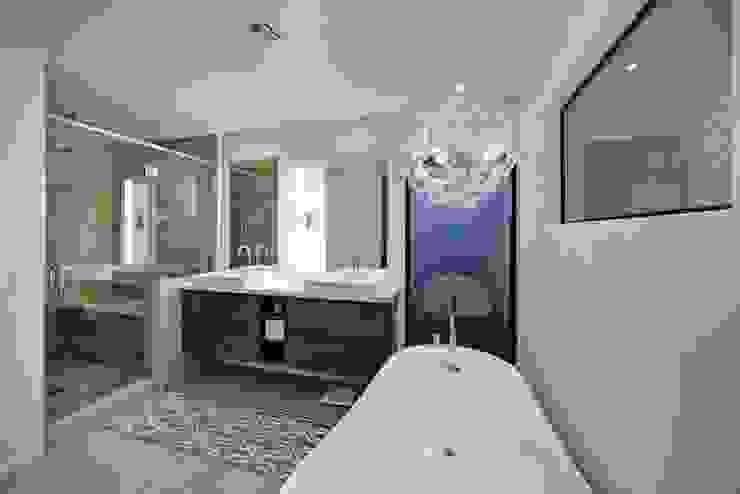 Baños modernos de Ysk Dekorasyon Moderno