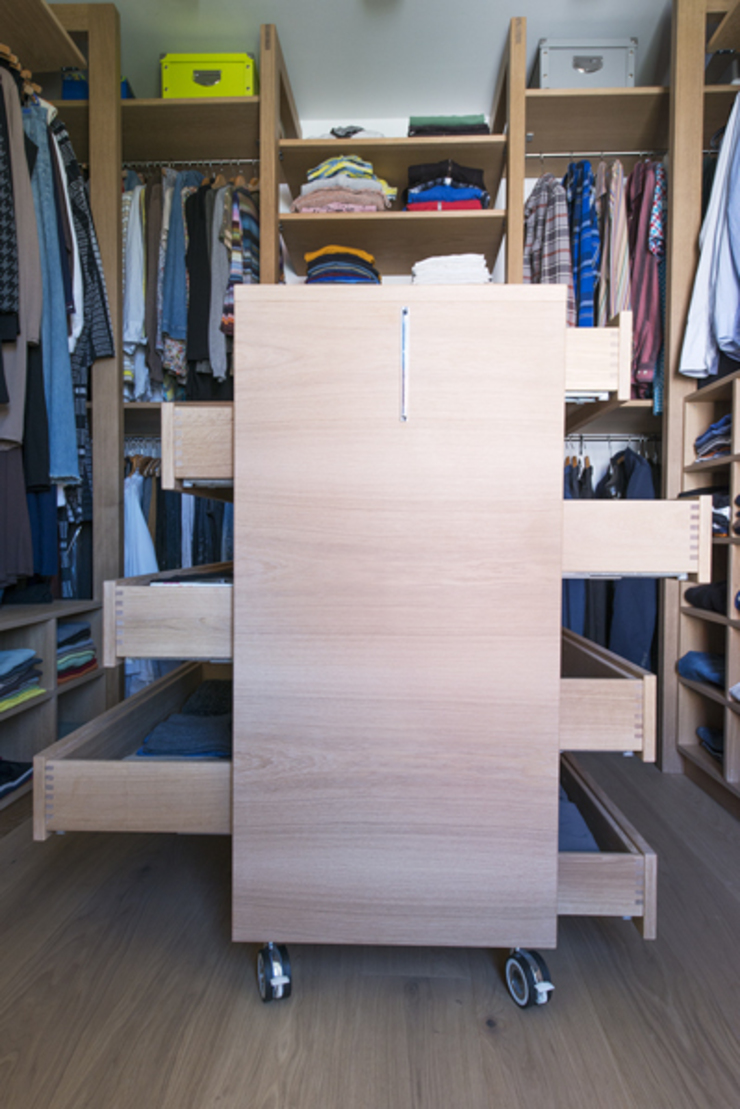 Classic style dressing room by DESIGNWERK Christl Classic