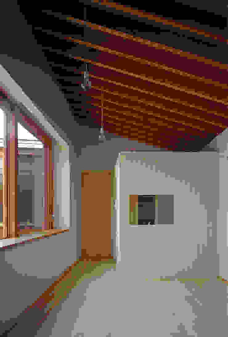 河辺の平屋住宅 モダンデザインの リビング の トリノス建築計画 モダン