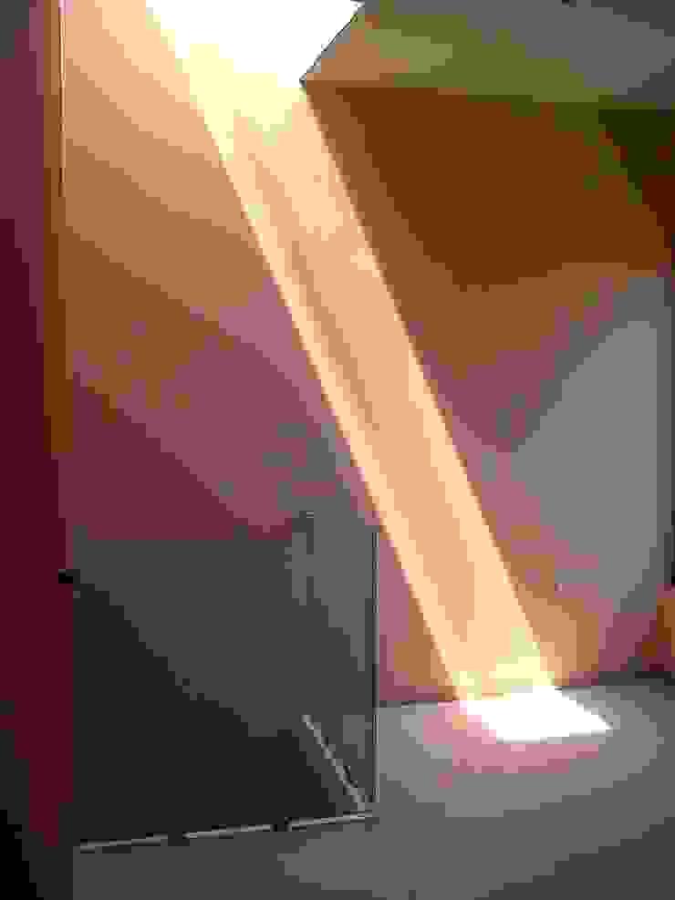 Privada 40 Pasillos, vestíbulos y escaleras minimalistas de Constructora e Inmobiliaria Catarsis Minimalista