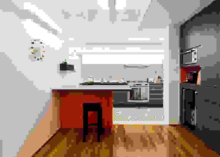 Cocinas de estilo moderno de Stuchi&Leite Projetos Moderno