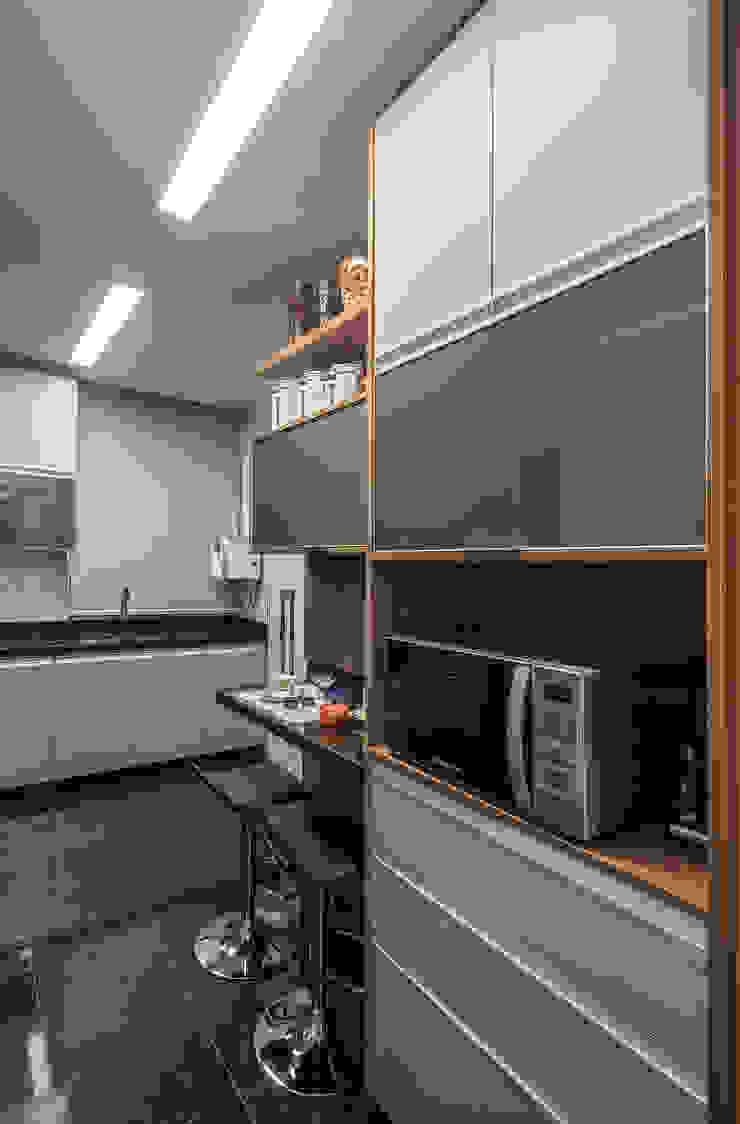 APTO DO JOVEM CASAL Cozinhas modernas por Nara Cunha Arquitetura e Interiores Moderno