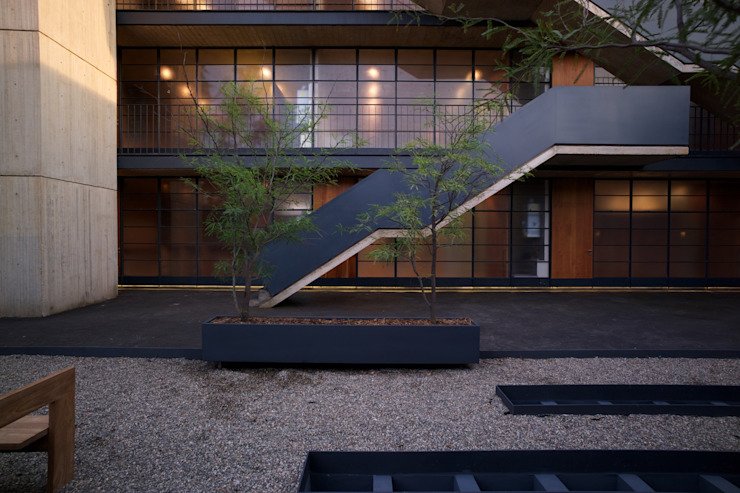 Industrial style corridor, hallway and stairs by Alvaro Moragrega / arquitecto Industrial