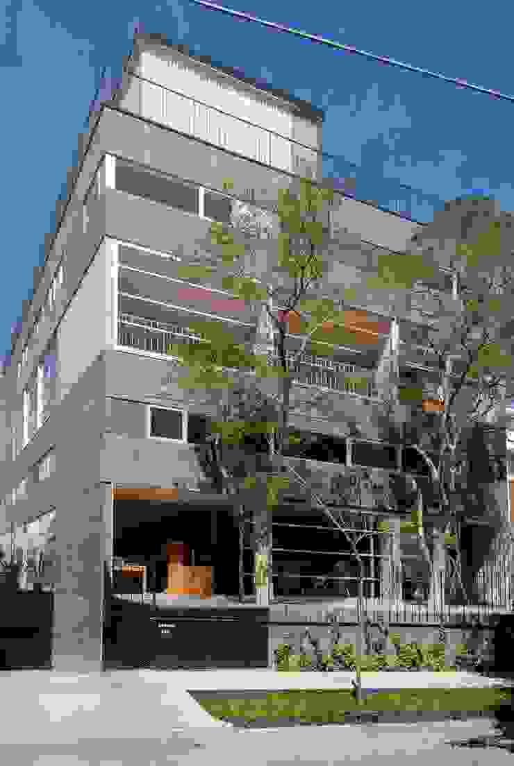 인더스트리얼 주택 by Alvaro Moragrega / arquitecto 인더스트리얼