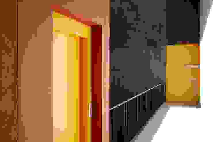 Pasillos, vestíbulos y escaleras industriales de Alvaro Moragrega / arquitecto Industrial