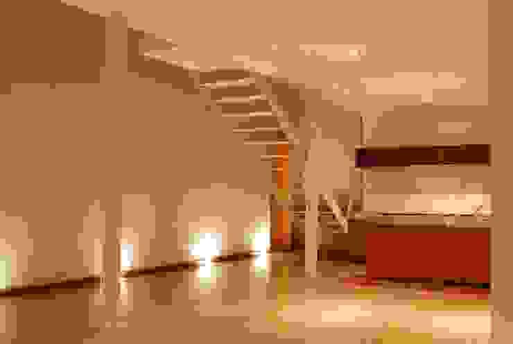 인더스트리얼 거실 by Alvaro Moragrega / arquitecto 인더스트리얼