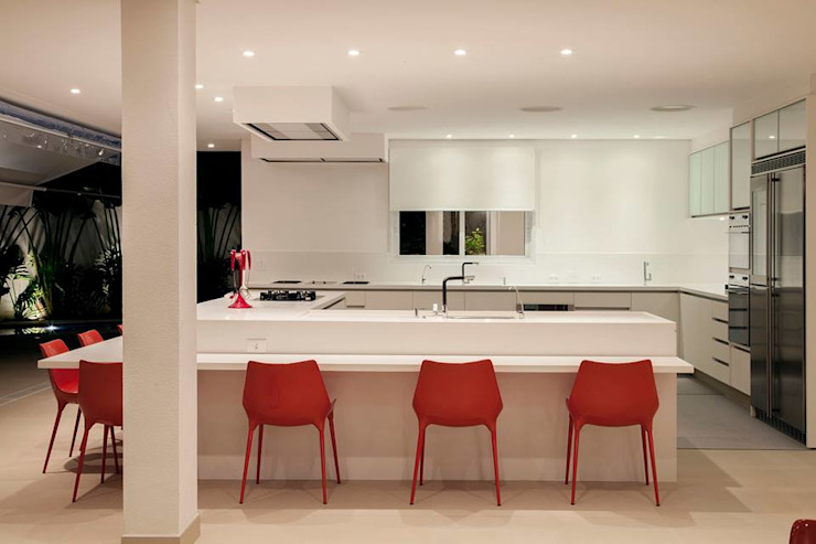 Kitchen by Hurban Liv Arquitetura & Interiores,