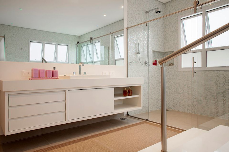 Casa – Praia de Tabatinga Banheiros modernos por Hurban Liv Arquitetura & Interiores Moderno