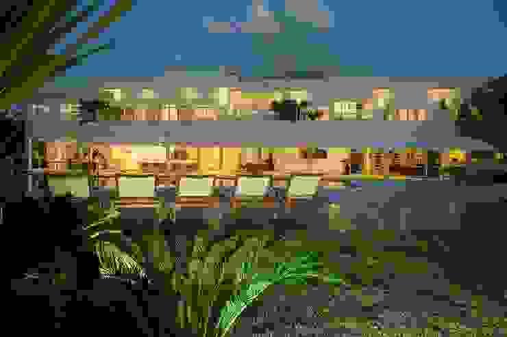 Casa – Praia de Tabatinga Casas modernas por Hurban Liv Arquitetura & Interiores Moderno