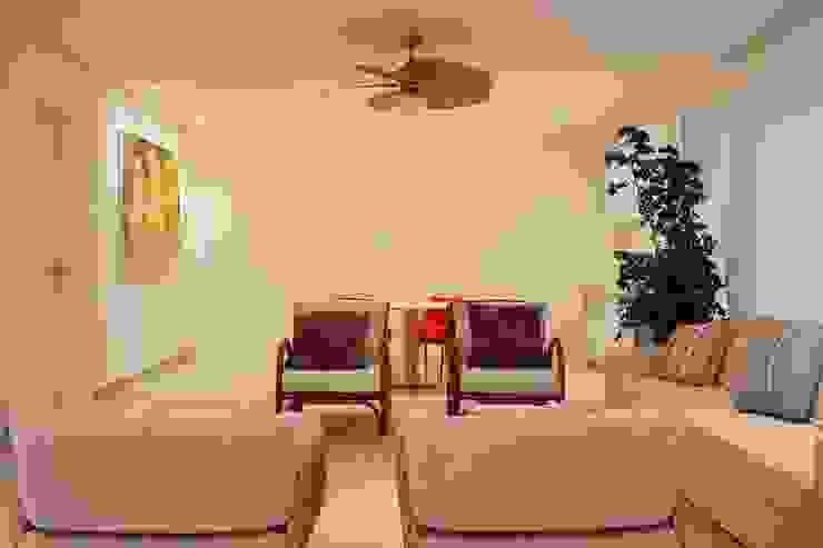 Salas de estar modernas por Hurban Liv Arquitetura & Interiores Moderno