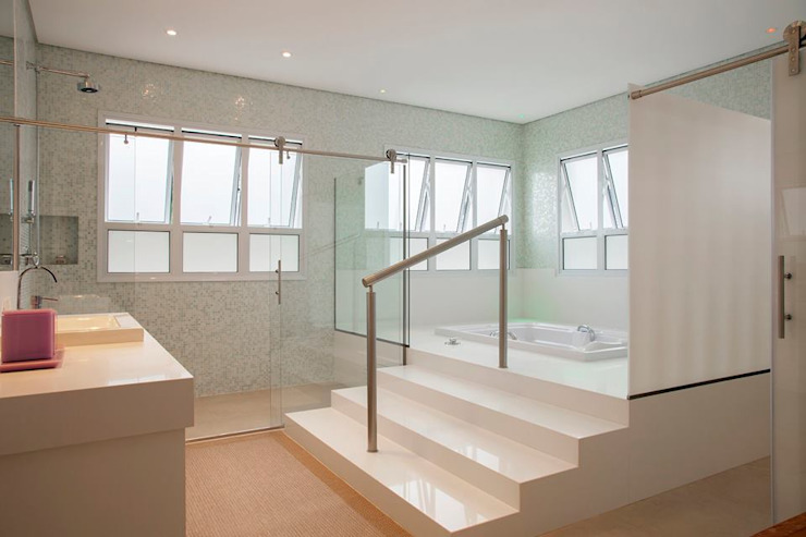 Casa - Praia de Tabatinga Banheiros modernos por Hurban Liv Arquitetura & Interiores Moderno
