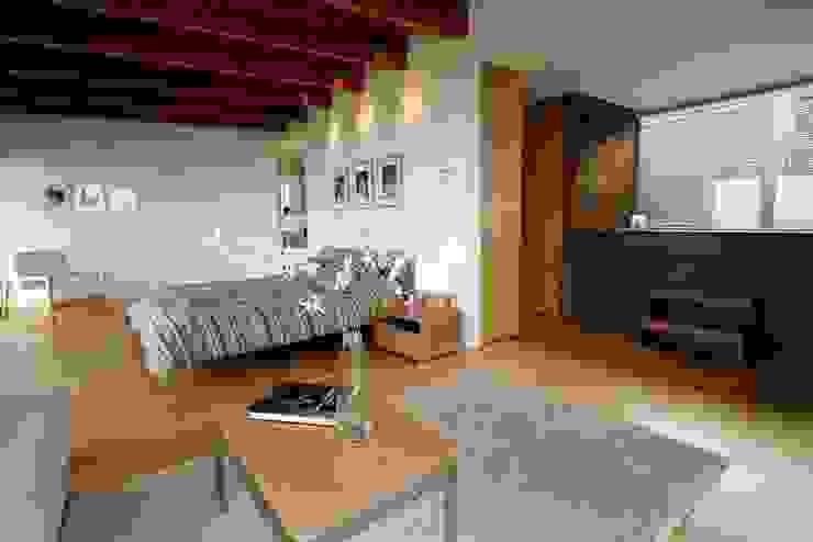 Dormitorios de estilo  por Alvaro Moragrega / arquitecto,