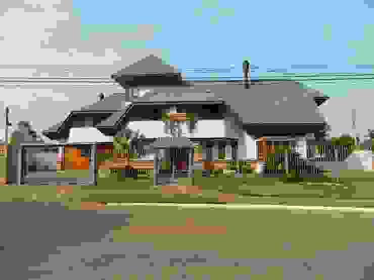 Fachada Norte Casas rústicas por Kauer Arquitetura e Design Rústico