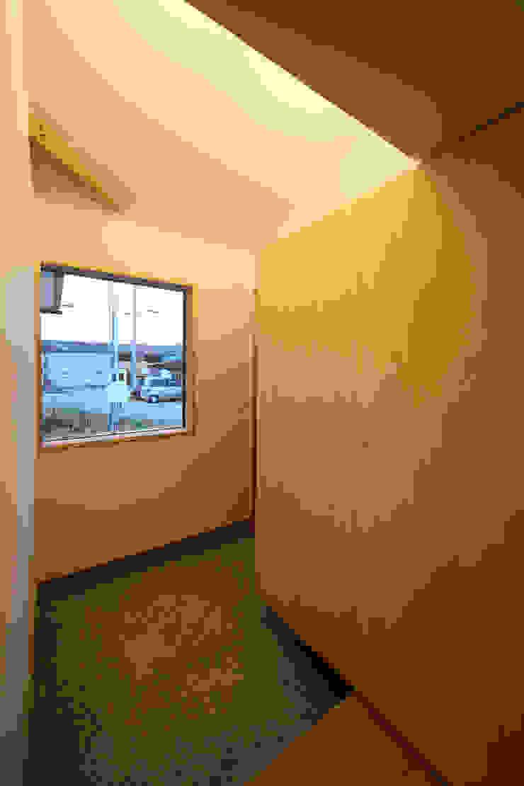 エントランス オリジナルな 窓&ドア の 芦田成人建築設計事務所 オリジナル